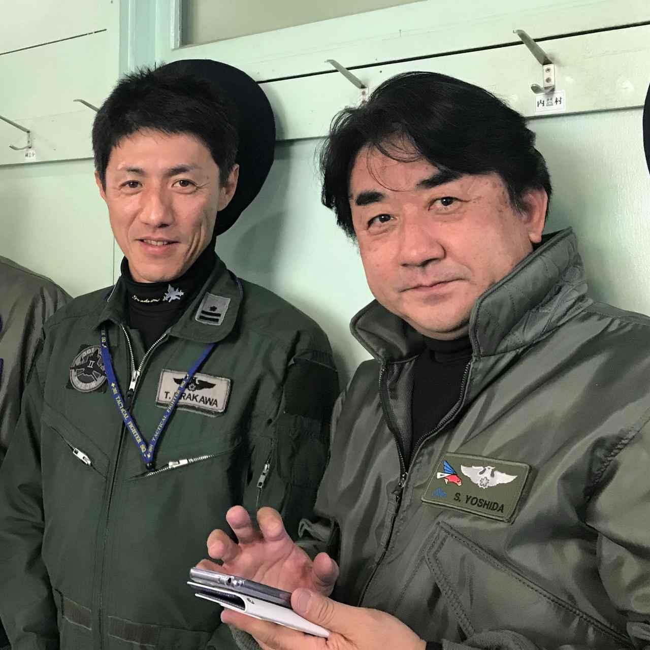 画像: 左・平川3空佐、右・吉田信也元飛行班長 (写真:ブルーインパルスファンネット)