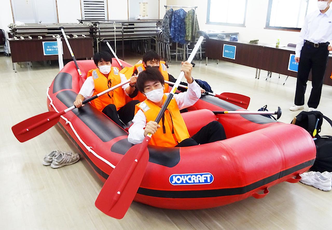 画像: 救命ボート体験の様子