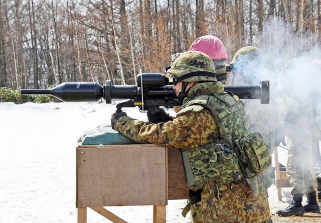 画像: 110mm個人携帯対戦車弾縮射弾射撃