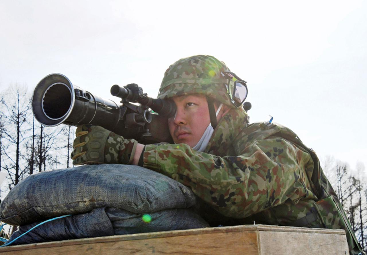 画像: 84mm無反動砲縮射弾射撃