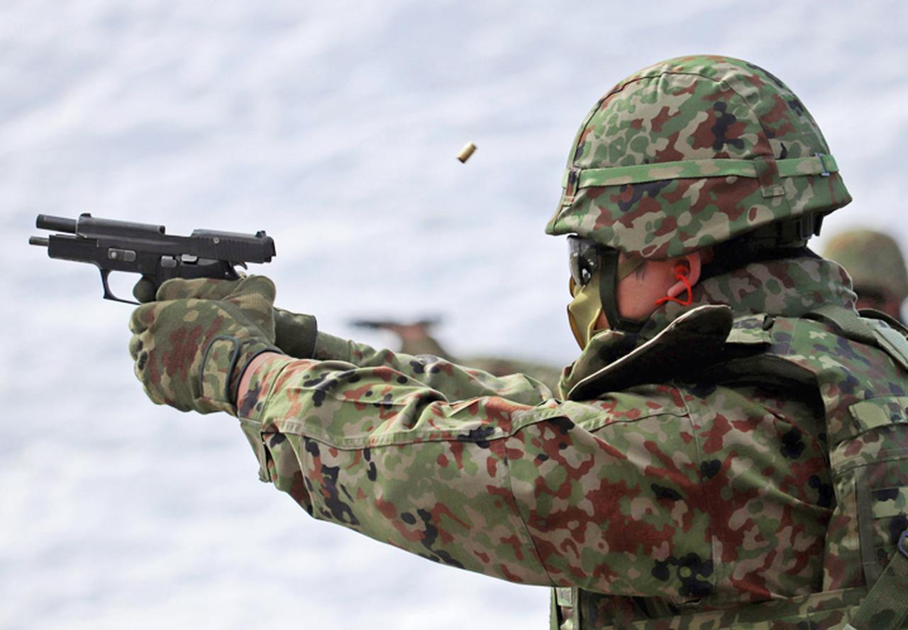 画像: 9mm拳銃射撃