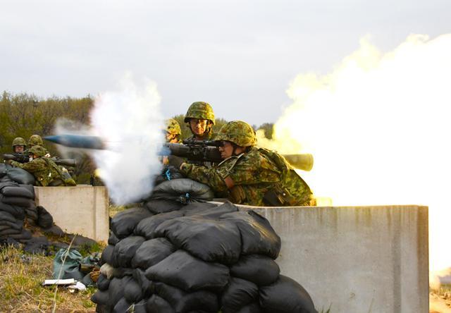 画像5: 中央即応連隊 野営で84ミリ無反動砲を実弾射撃|宇都宮駐屯地