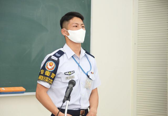 画像3: 陸海空自衛隊が公務員志望の学生に魅力アピール 沖縄地本