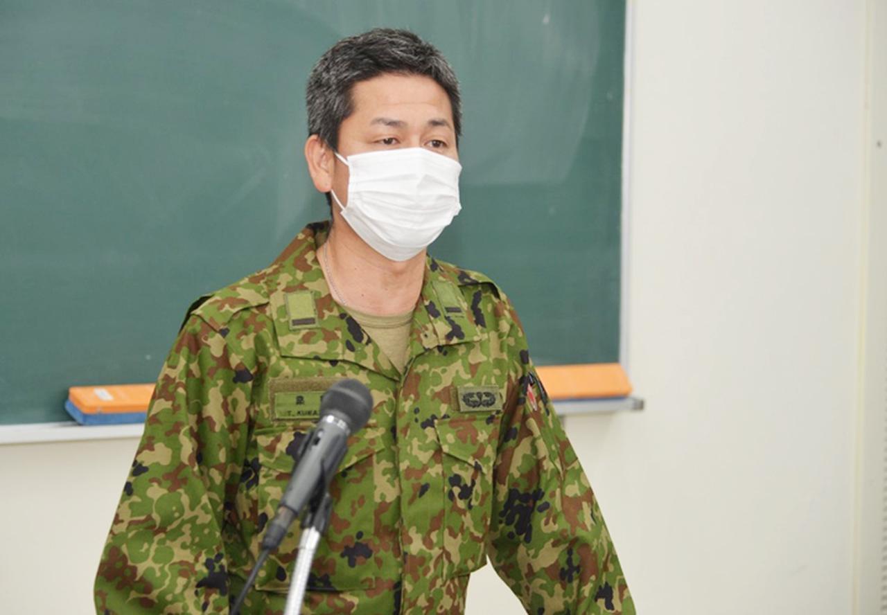 画像2: 陸海空自衛隊が公務員志望の学生に魅力アピール 沖縄地本