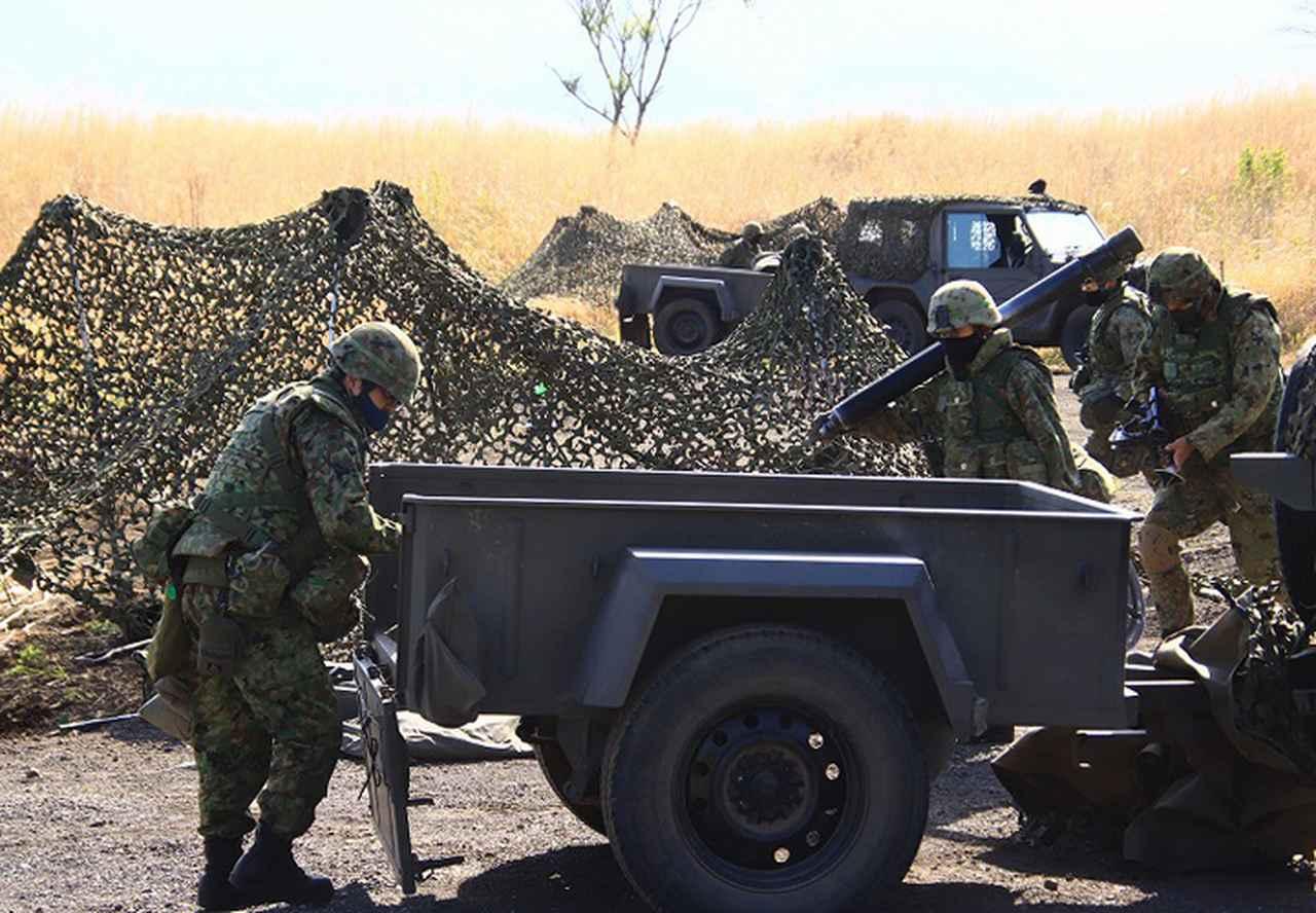 画像: 陣地変換する迫撃砲小隊