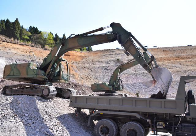 画像: 山砂利の積載