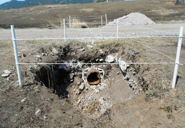 画像: 雨水が集中して洗掘された集水桝の補修と補強(整備前)