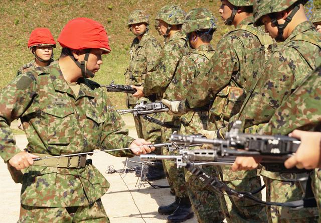 画像1: 入隊後1カ月、自衛官候補生が初めての実弾射撃|福知山駐屯地