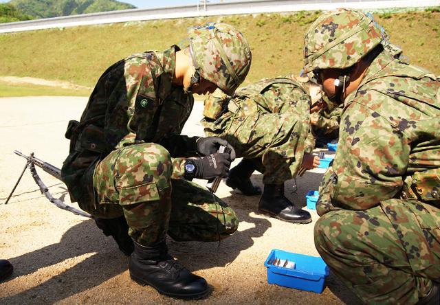 画像3: 入隊後1カ月、自衛官候補生が初めての実弾射撃|福知山駐屯地