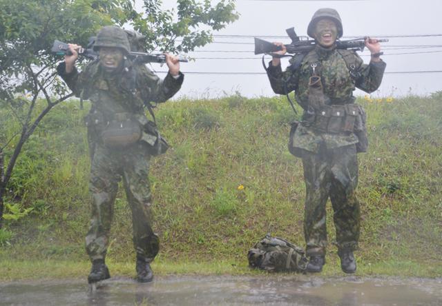 画像6: 「バディの大切さを痛感」12普連が基本戦技訓練 国分駐屯地