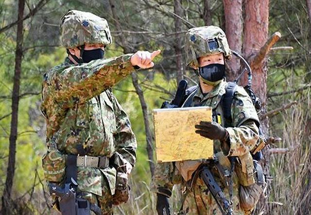 画像: 中隊長に よる現地確認・指導(第36普通科連隊)