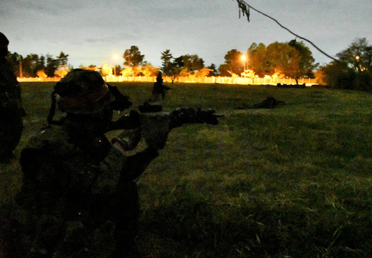 画像: 実員による戦闘予行(夜間)(第37普通科連隊)
