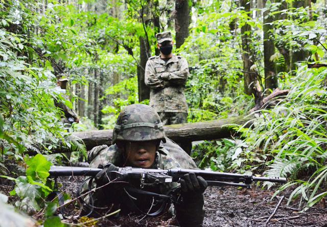 画像4: 「バディの大切さを痛感」12普連が基本戦技訓練 国分駐屯地