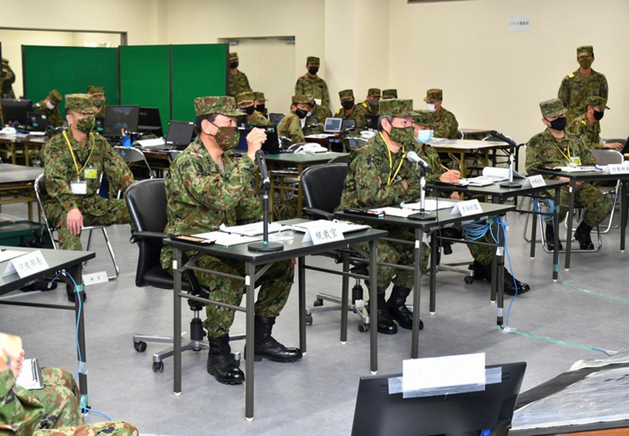 画像: 中部方面総監(野澤陸将)訓練視察