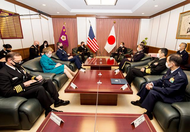 画像2: 米インド太平洋軍司令官 山崎統幕長らと会談|統合幕僚監部