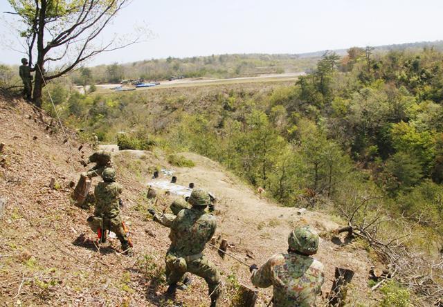 画像15: 春季演習場整備に36普連 訓練施設の機能を回復|伊丹駐屯地