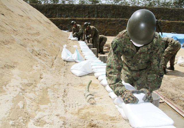 画像4: 春季演習場整備に36普連 訓練施設の機能を回復|伊丹駐屯地