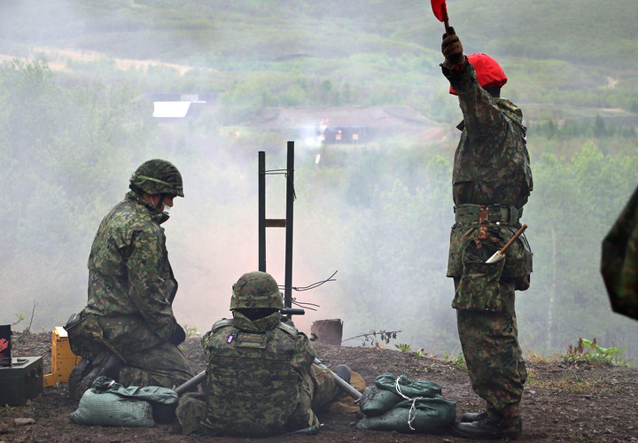 画像: 12.7ミリ重機関銃射撃(曳光弾)