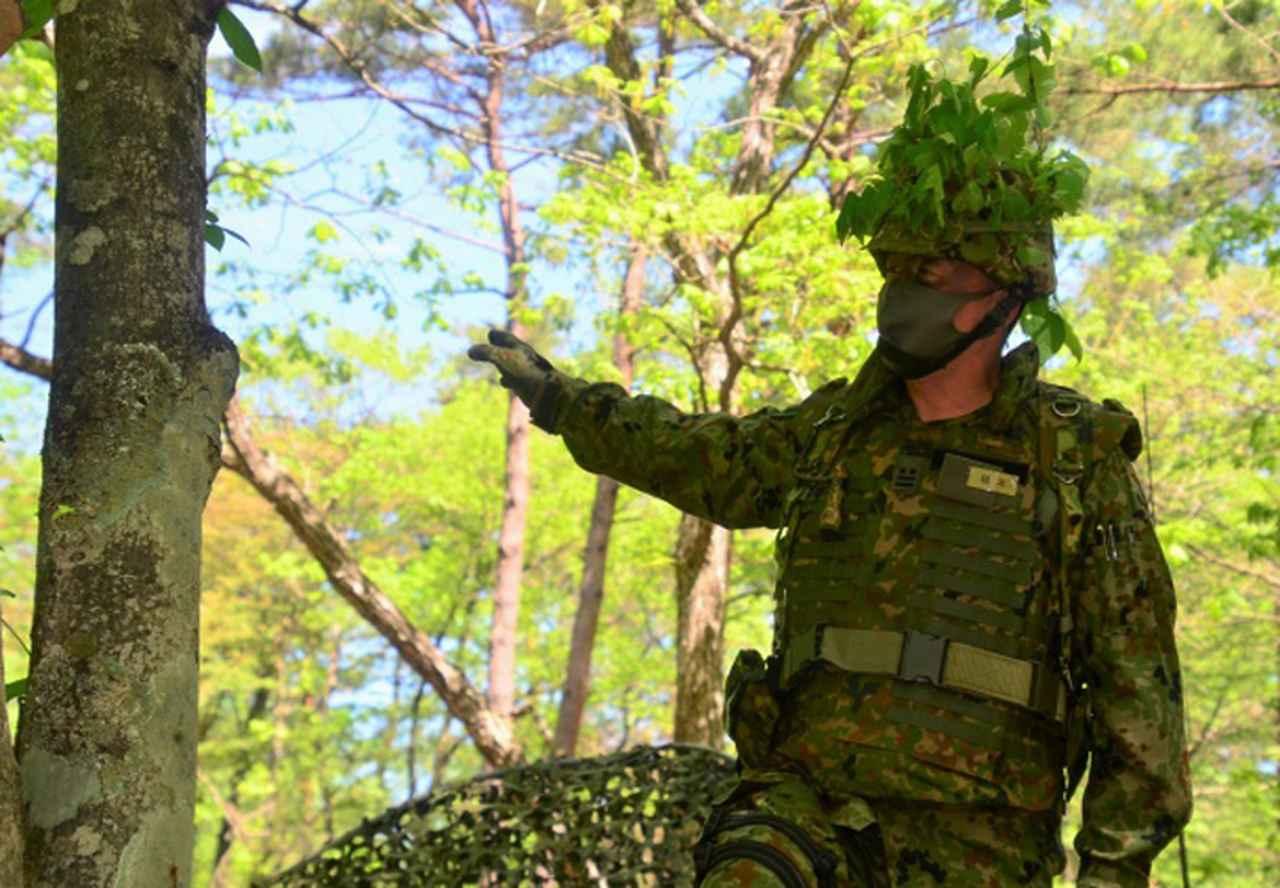 画像: 命令を下達する大隊長