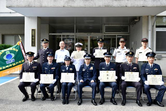 画像: 担当した新隊員からのお祝い 優秀新人賞 木村 健司 1海曹