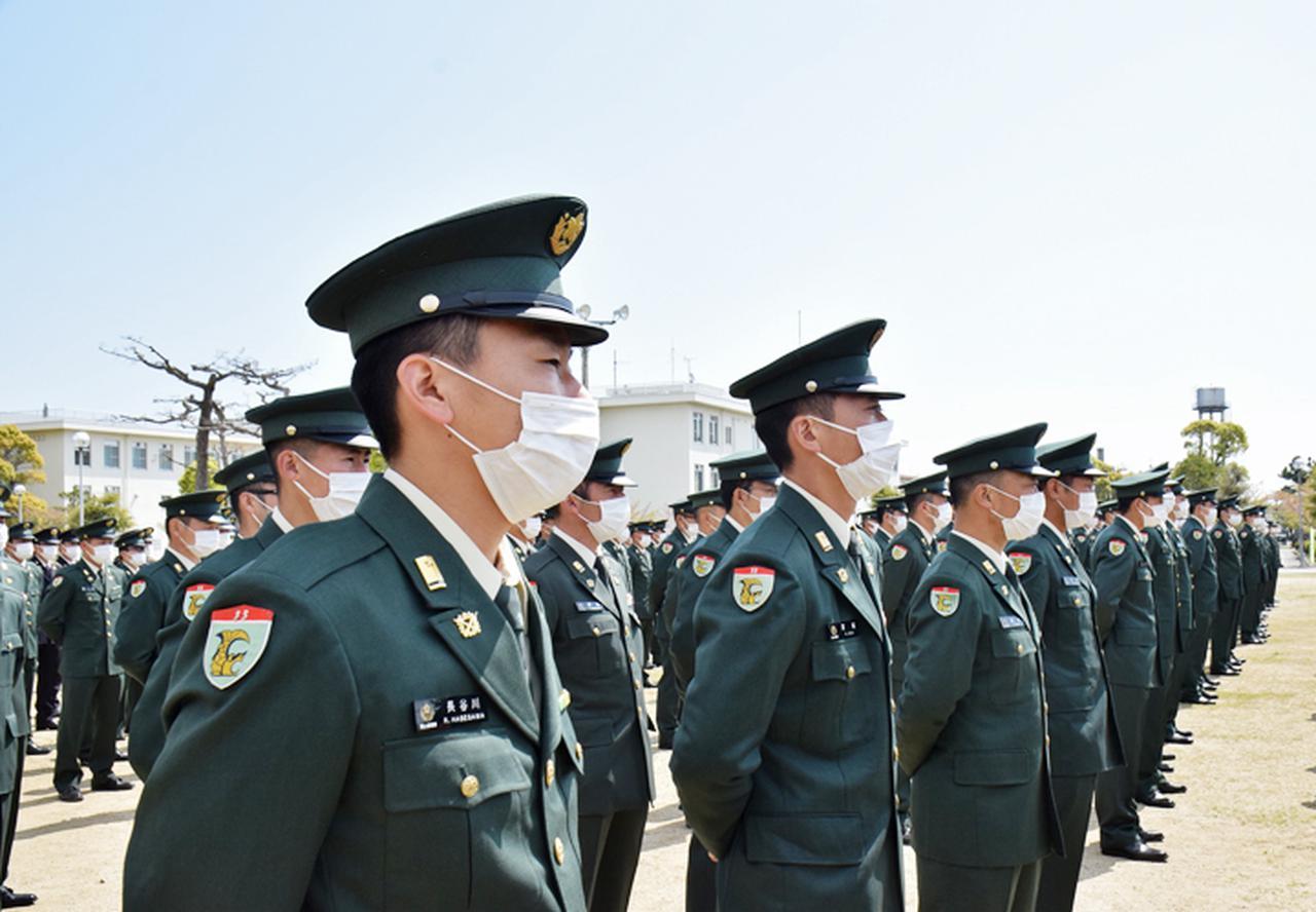 画像2: 祝辞に耳を傾ける隊員