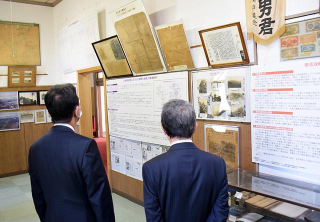 画像: 久居駐屯地資料館見学の様子