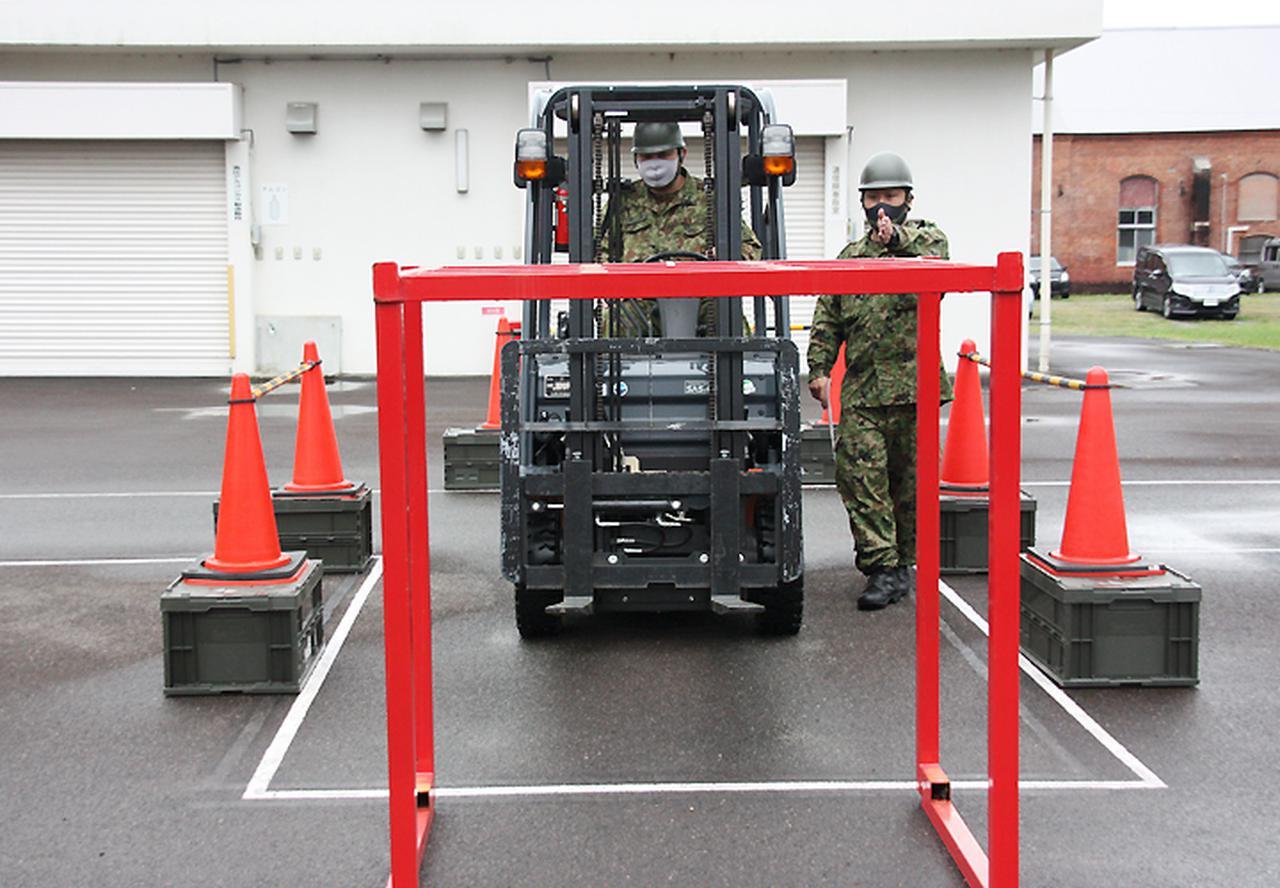 画像5: 高い技術を有するフォークリフト操作員を養成|陸自関西補給処