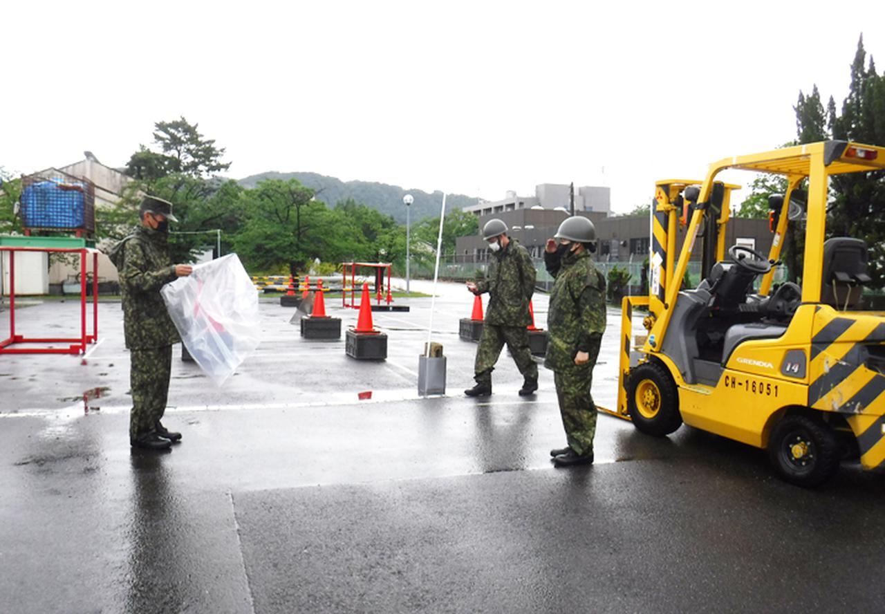 画像2: 高い技術を有するフォークリフト操作員を養成|陸自関西補給処