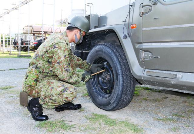 画像: 派遣に備えた車両点検