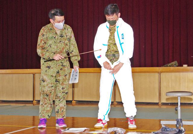 画像: 防護服装着要領の普及教育