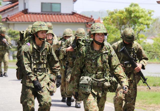 画像: 連隊長も部隊と共に行進に参加
