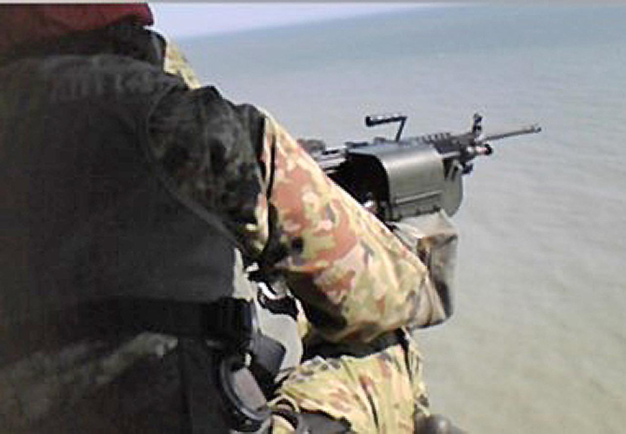 画像1: 空中射撃