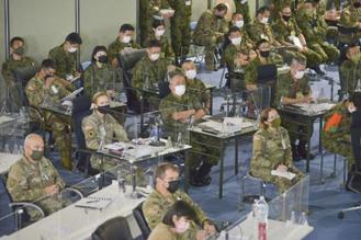 画像: 伊丹駐での共同視察の様子 陸上自衛隊ホームページから www.mod.go.jp