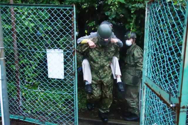 画像2: 住民救助の様子 統合幕僚監部提供