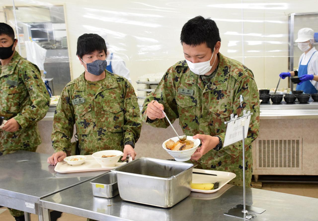 画像: 最後にたれにかけて帯広風豚丼完成