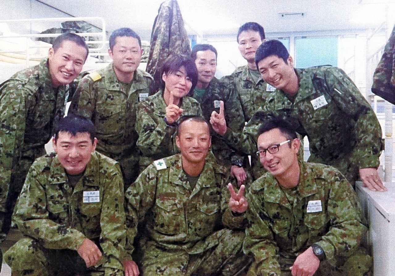 画像: 水陸機動団の隊員たち(後列左から3人目は海野2曹)