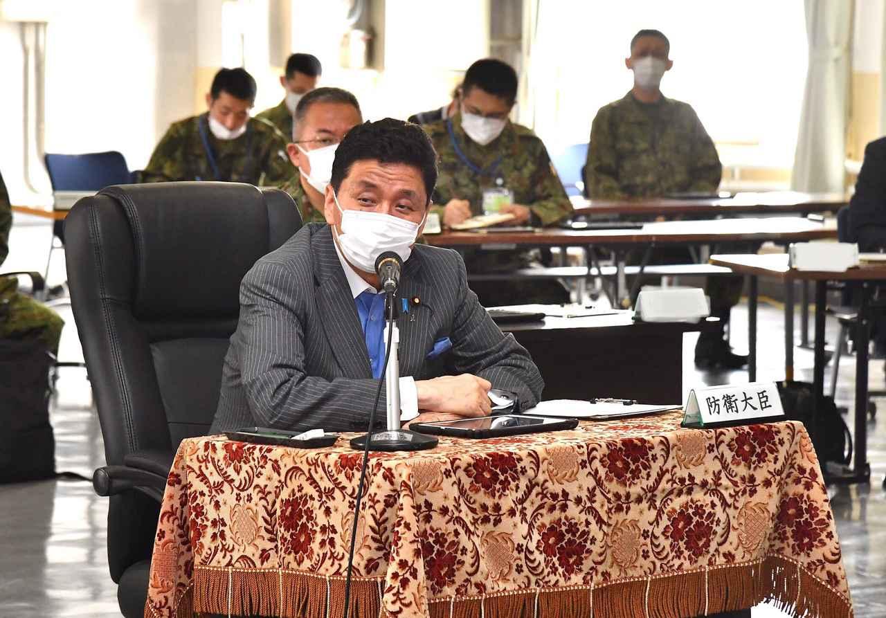 画像1: 久里浜駐屯地を視察に訪れた岸防衛大臣 防衛省・自衛隊公式ツイッターから twitter.com