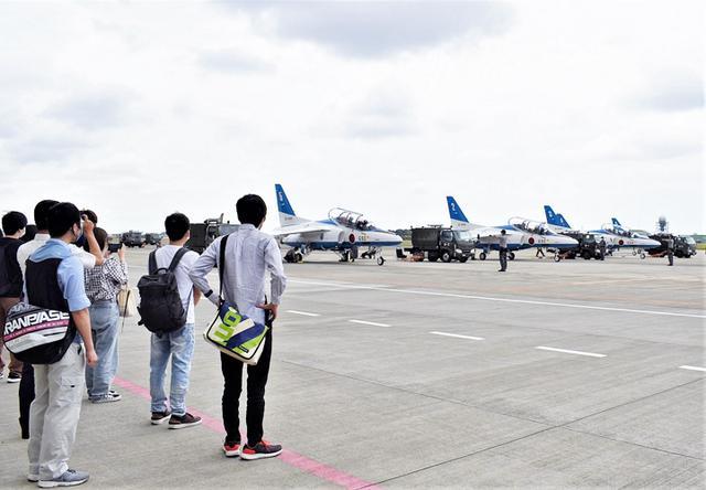 画像: 「ブルーインパルス」飛行訓練を見学 整備員の説明も|静岡地本