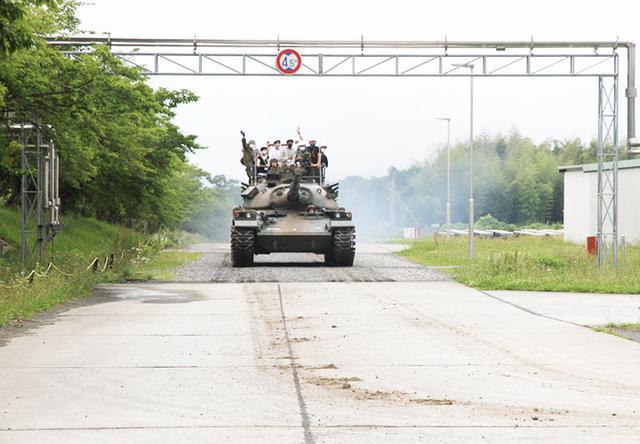 画像2: 戦車試乗の様子