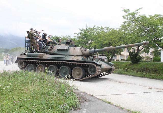 画像1: 戦車試乗の様子
