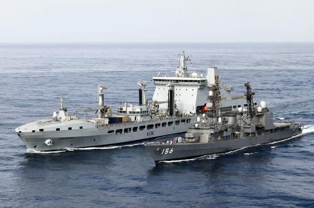 画像: 英補給艦「タイドスプリング」との洋上補給訓練の様子 統合幕僚監部報道発表資料から