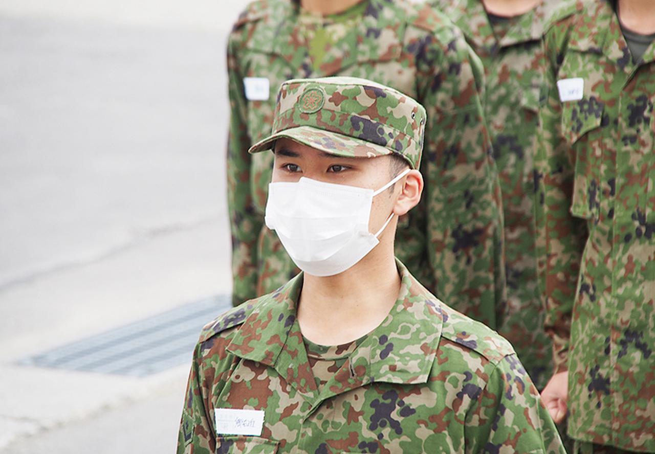 画像: 2陸士任命申告をする 自衛官候補生:郷右近2陸士