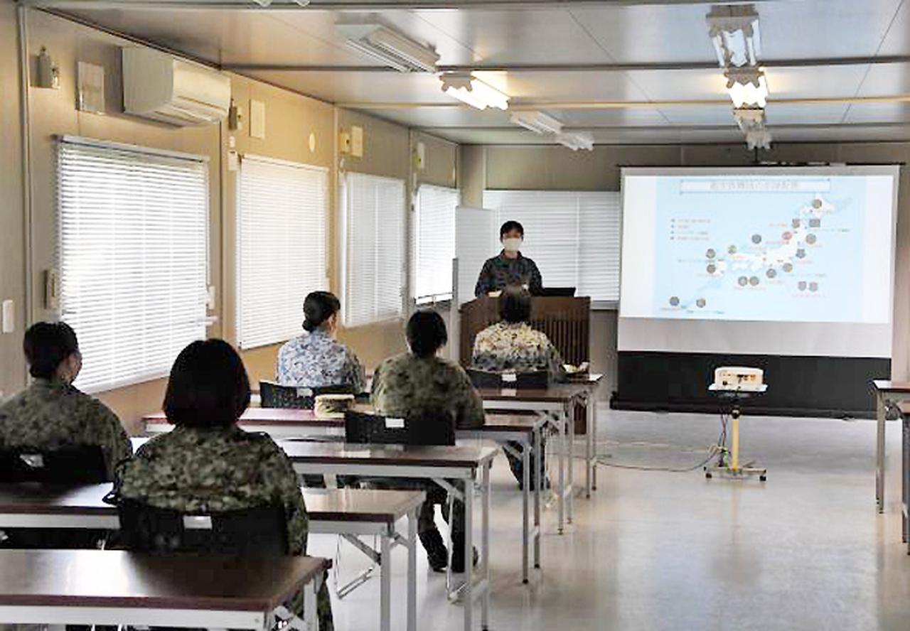 画像: 航空自衛隊の説明と自己紹介