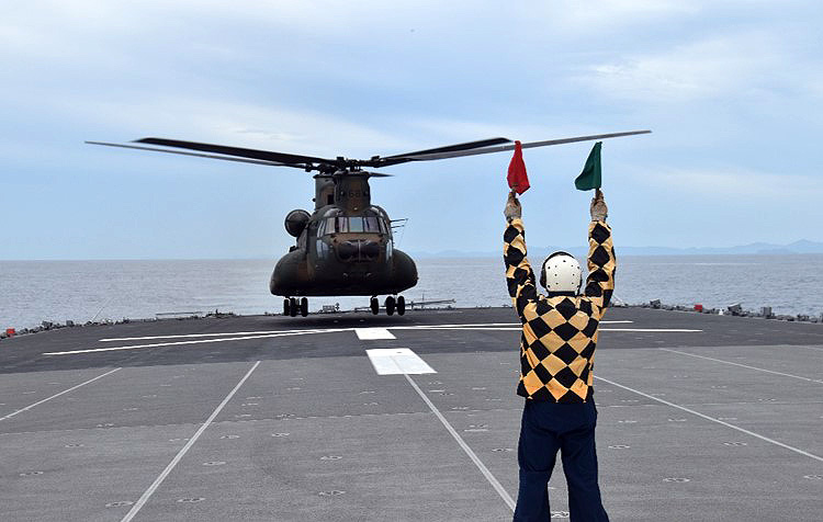 画像2: 海自掃海隊群と陸自水陸機動団が訓練