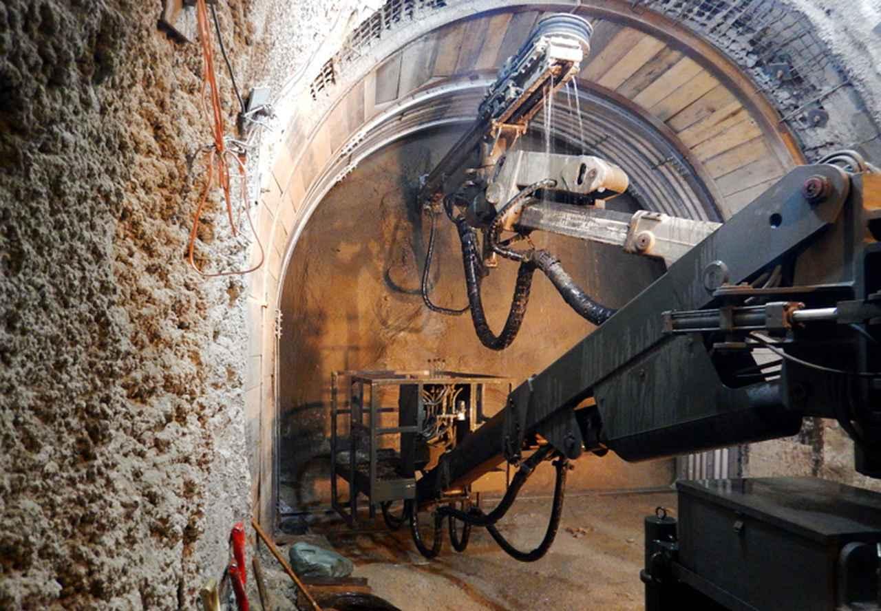 画像: 坑道式構築物の構築(第14施設群)