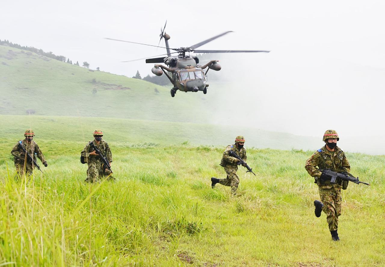 画像7: 12普連が連隊検閲を受閲 敵侵略阻止し任務完遂|国分駐屯地