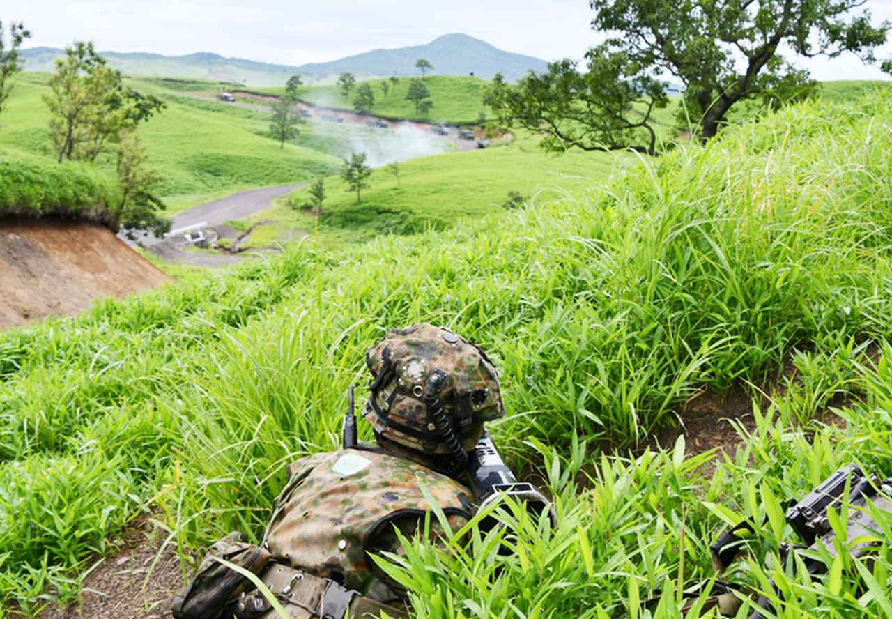 画像6: 12普連が連隊検閲を受閲 敵侵略阻止し任務完遂|国分駐屯地