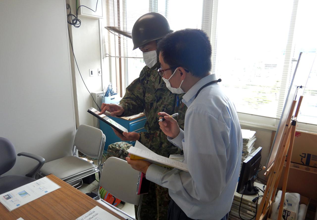 画像: SIP4D及びタブレットを活用して振興局と情報共有