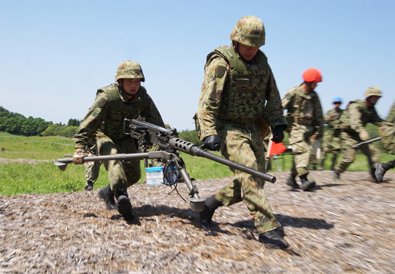 画像1: 左:坂尻陸士長 右:長田2陸曹