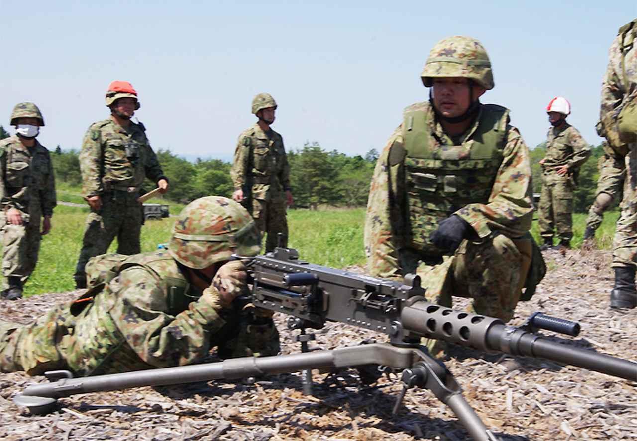 画像3: 左:坂尻陸士長 右:長田2陸曹